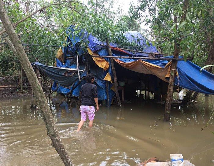 Su in ihrem Haus während des November-Hochwassers